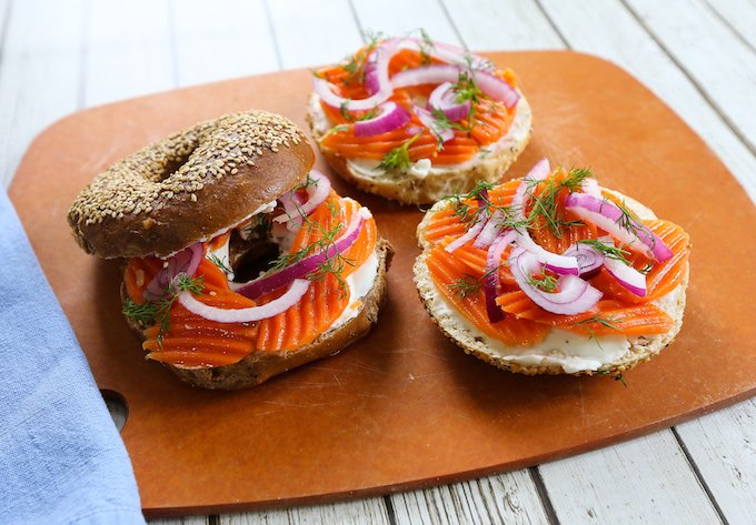 Bagels with vegan carrot lox2