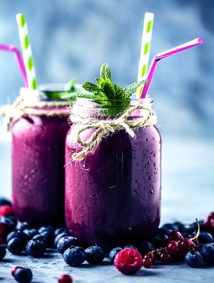 Blueberry, raspberry green smoothies