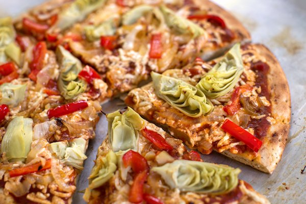 Vegan artichoke and red bell pepper pizza2
