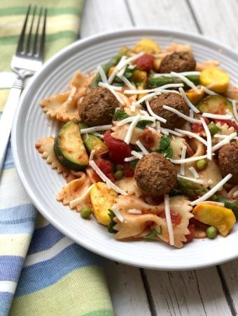Pasta Primavera with vegan meatballs1