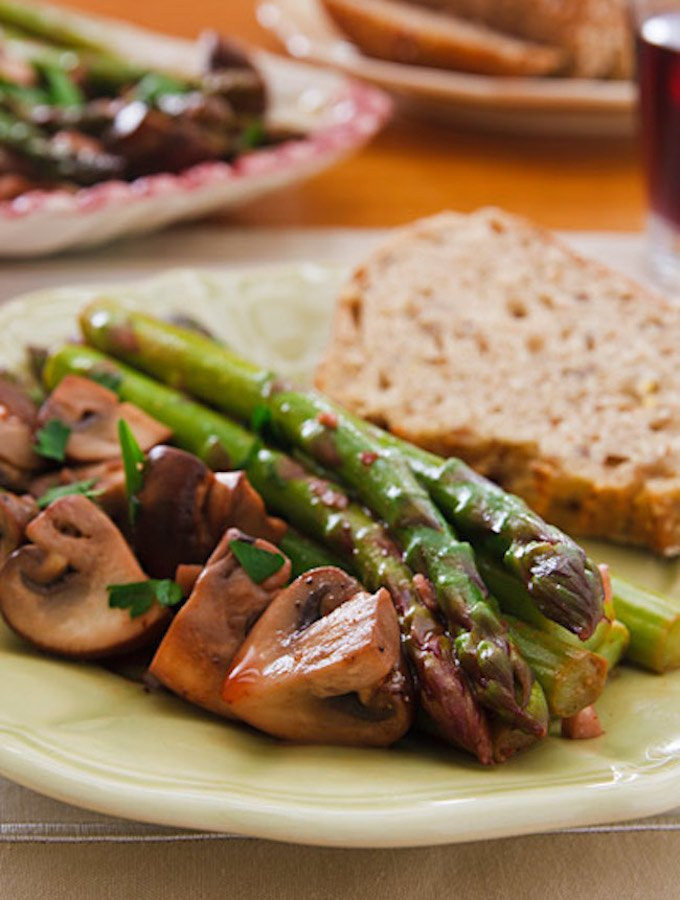 Ajillo Mushrooms and Asparagus1