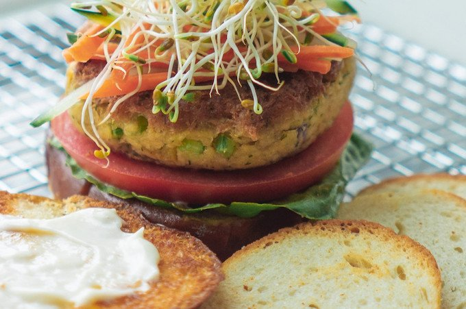 Vegan Tuna Burger from Jinka