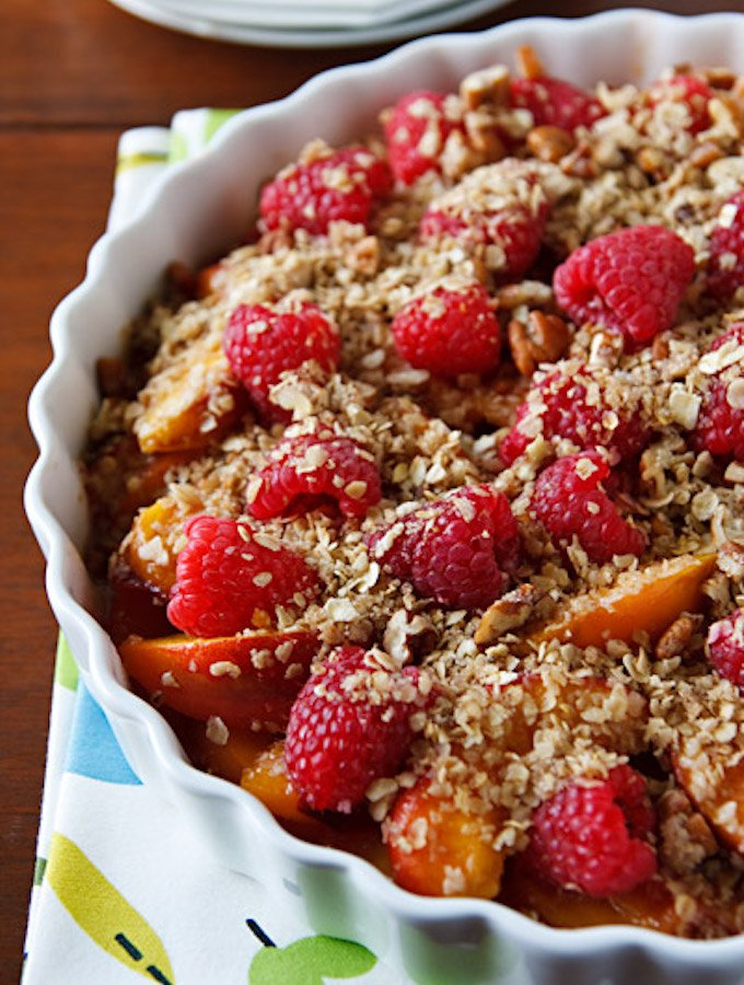 Vegan unbaked peach crumble with berries