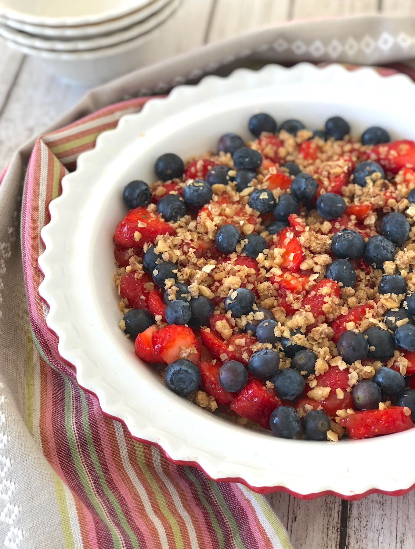 Strawberry blueberry crisp