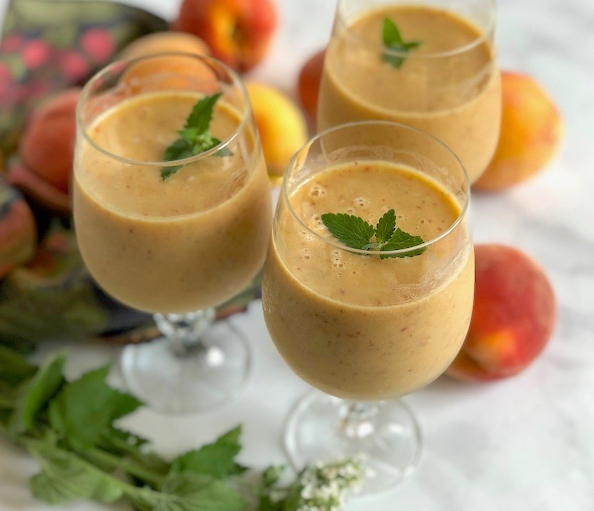 Peach-mint smoothie