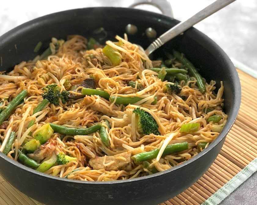 Vegetable Chow mein made with vegan chik'n