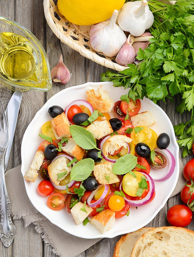 Italian Bread and Tomato Salad — Panzanella salad