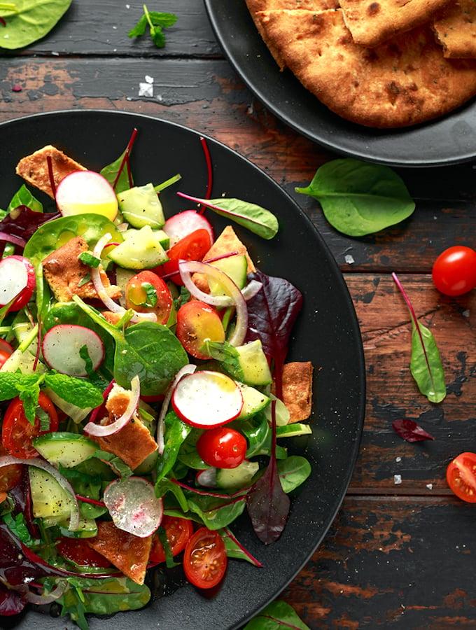 Fattoush Salad (Middle Eastern Pita Bread Salad)