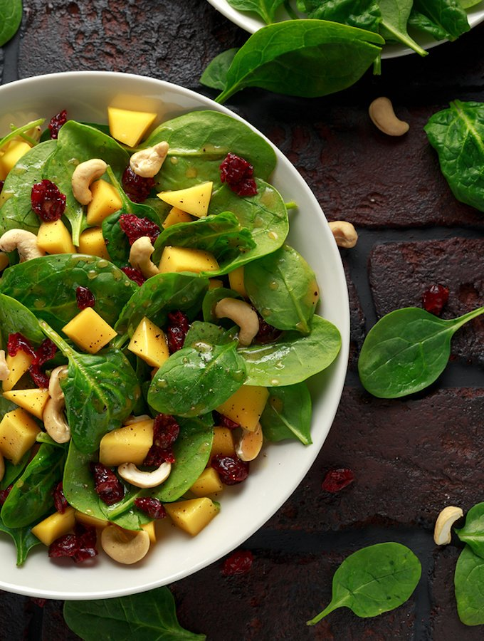 Spinach and Salad with Cashews and Dried Cranberries