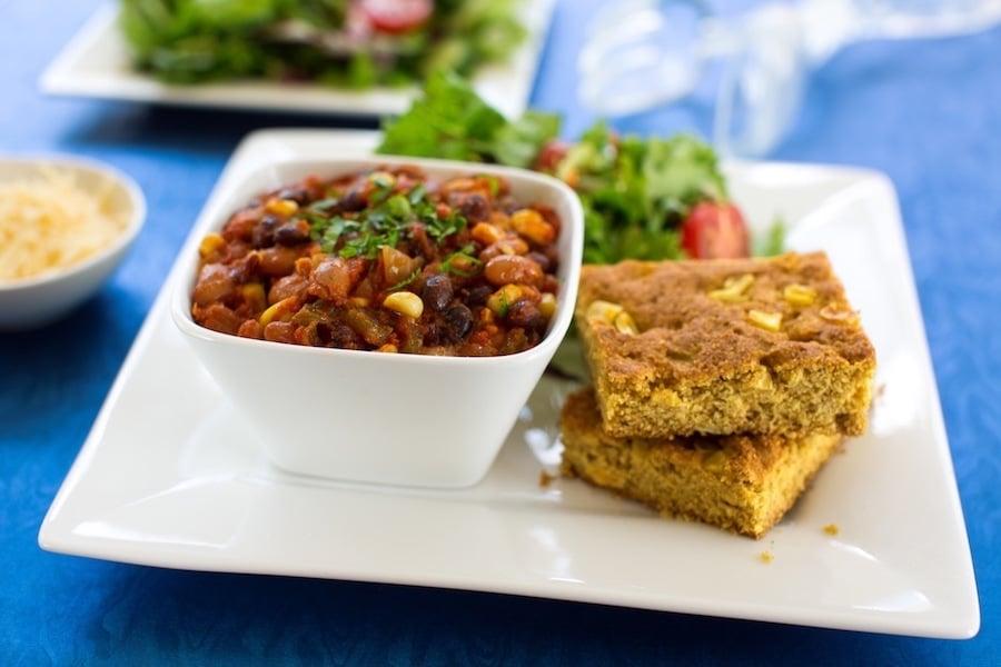 Classic Vegetable Chili and cornbread2