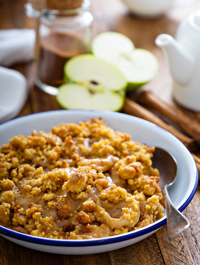 Vegan Pear or Apple Crumble With Cinnamon