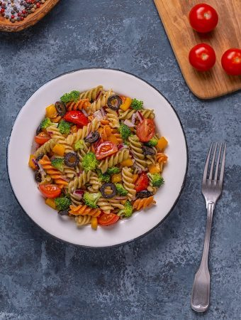Pasta salad with broccoli & cherry tomatoes