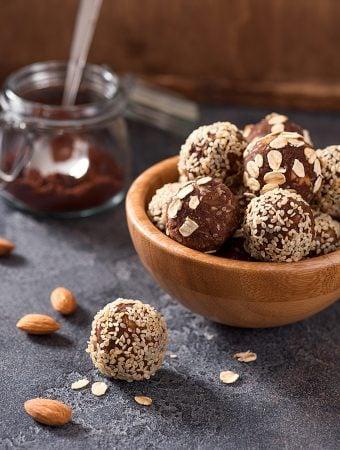 vegan cocoa date energy balls