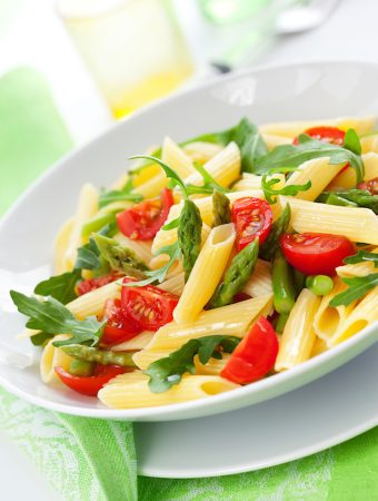 Pasta with asparagus and arugula
