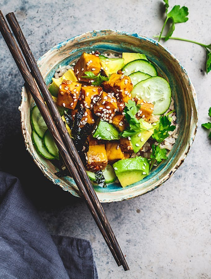 Nori rice bowl with tofu, cucumber, avocado