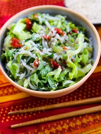 Shirataki noodles with lettuce and sweet chili sauce