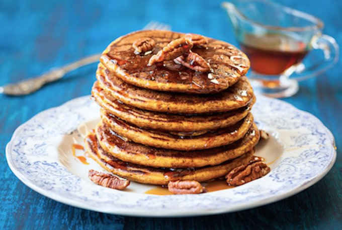Whole grain pancakes with pecans