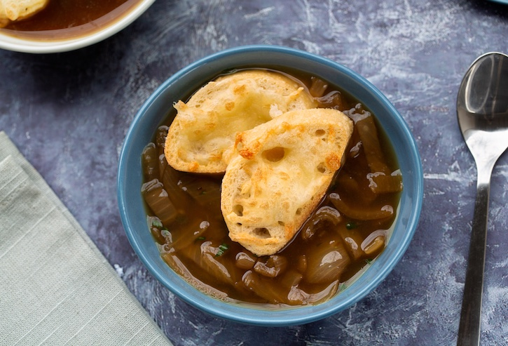 Vegan French Onion Soup with bread and vegan cheese