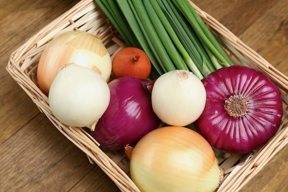 Onion varieties in a basket