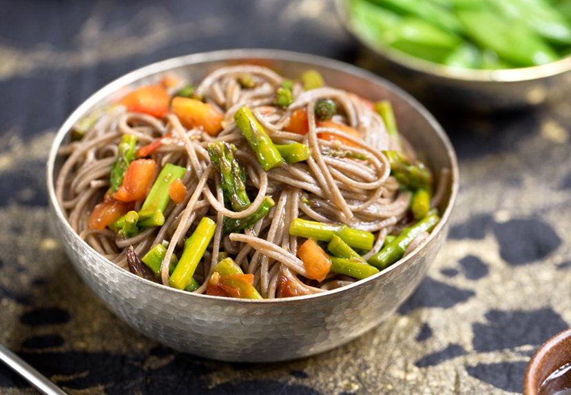 Sweet and sour Soba with asparagus