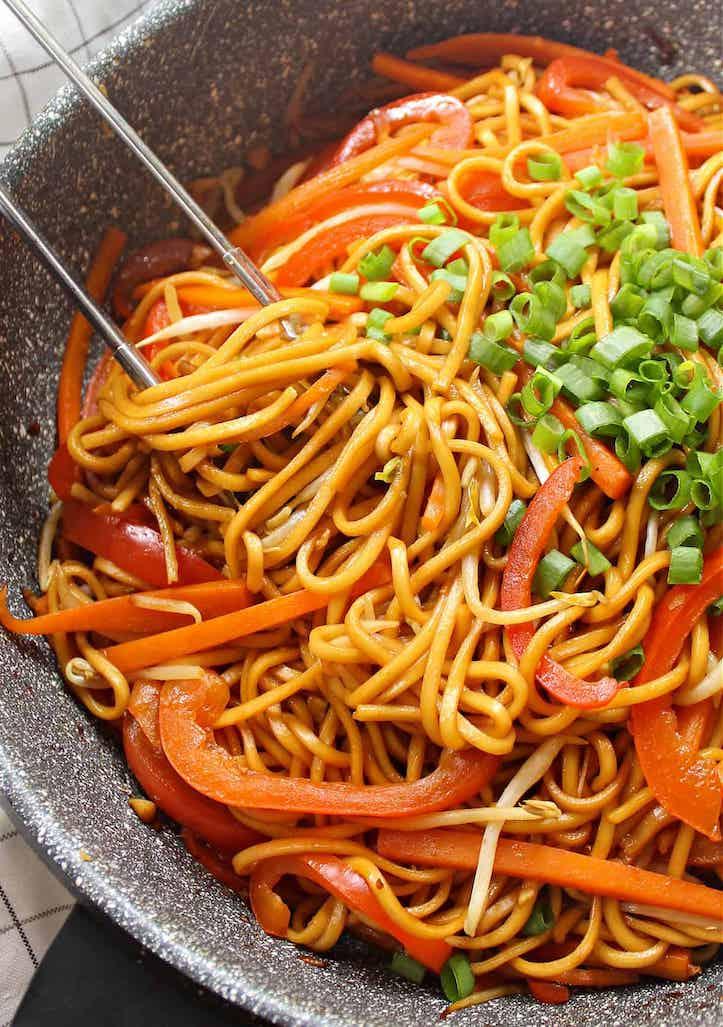 vegetable lo mein in wok
