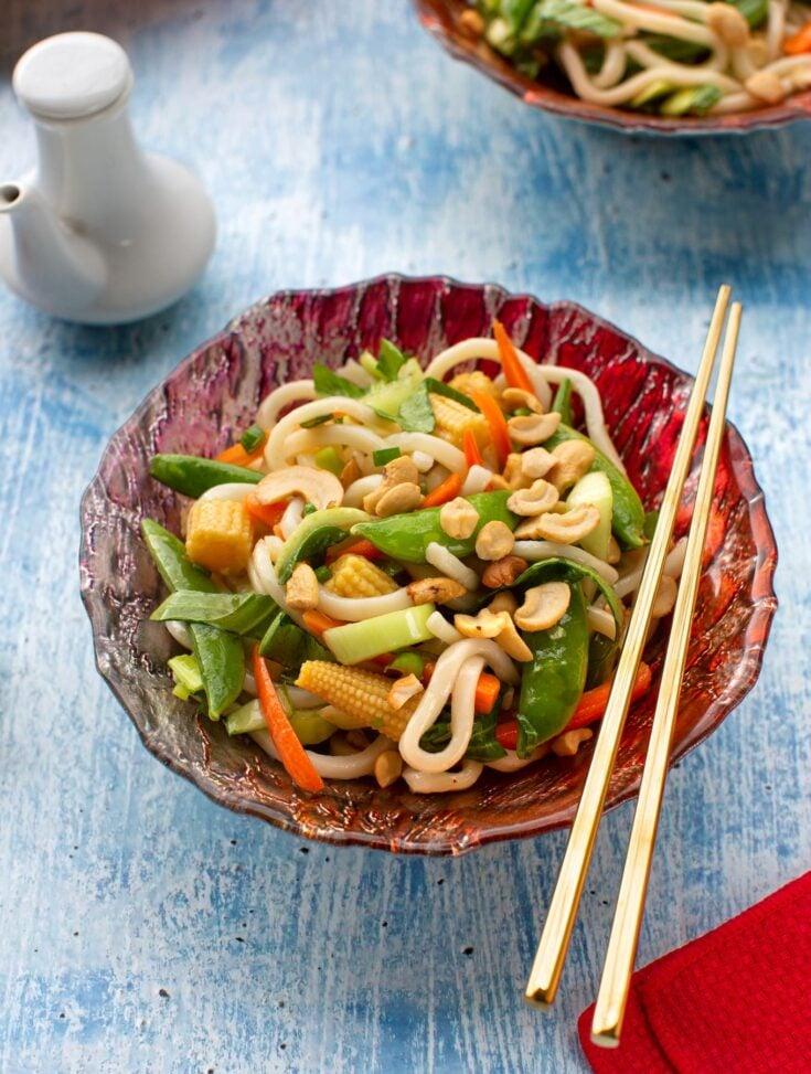 Udon noodles with crisp vegetables