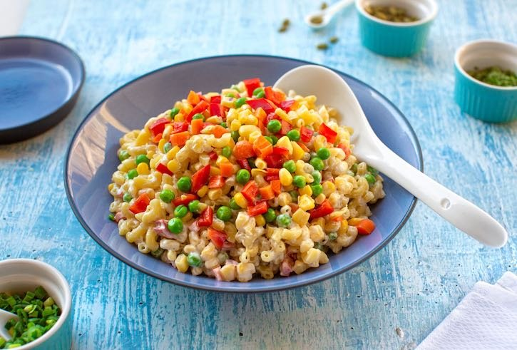 vegan macaroni salad with colorful vegetables13