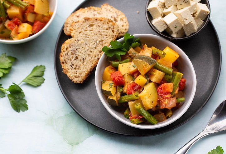 Greek stew with vegetables and tofu