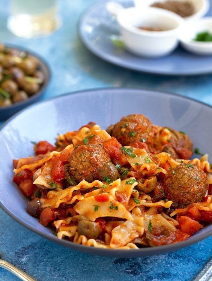 Pasta Puttanesca with Vegan Meatballs sm