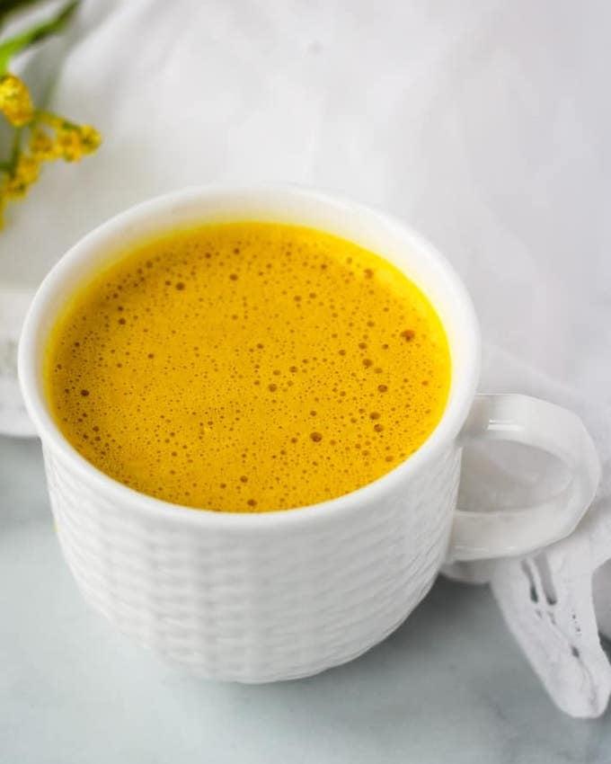 easy golden turmeric latte