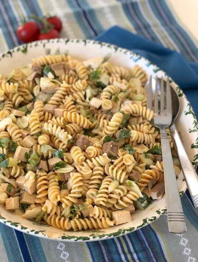 Vegan Pasta tofuna salad