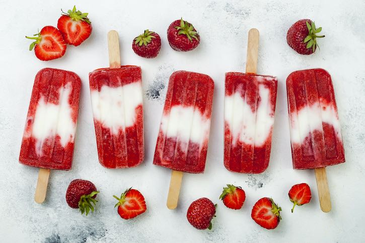 Strawberry ice pops (popsicles)