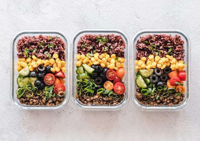 Meal prep with chickpeas and vegetables in containers