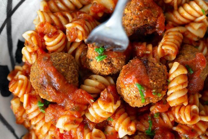 BBQ-flavored easy vegan meatballs