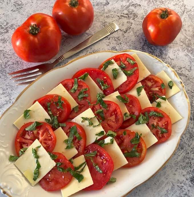 Vegan Caprese salad (tomatoes, vegan mozzarella, & basi)3