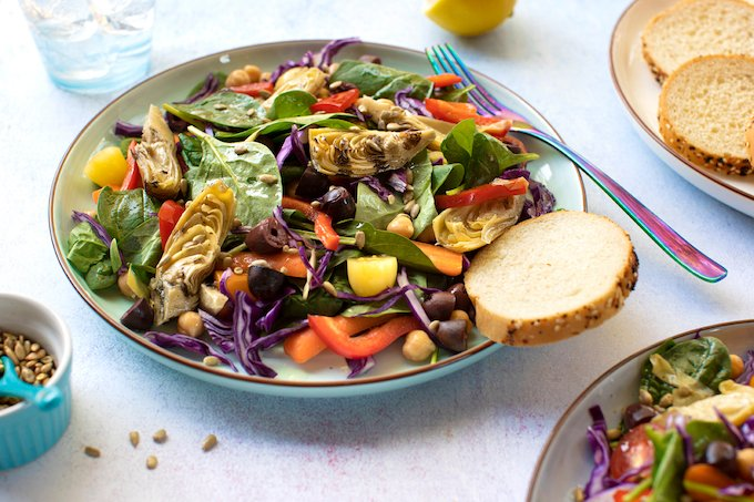 Spinach and artichoke salad with olives and chickpeas